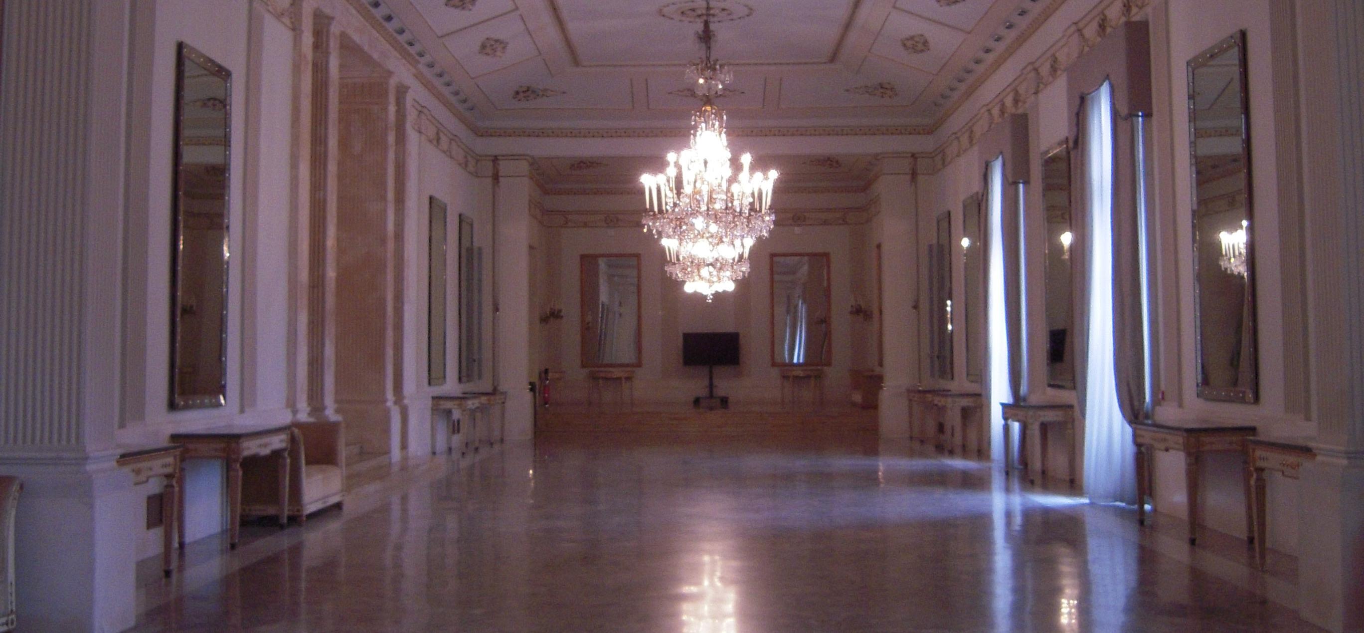 Teatro di san carlo salone degli specchi for Foto di saloni